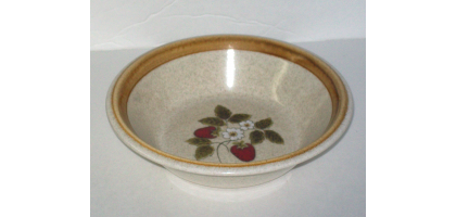 Mikasa.studio.nova Lucious F5809 Bowl Strawberries & Flower