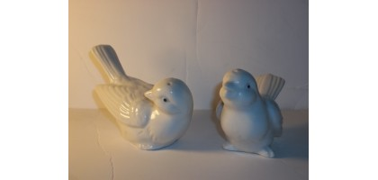 White Doves Salt and Pepper Shakers with blue dot eyes Vintage