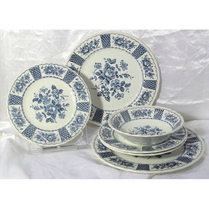 sc 1 st  The Little Used Store & Myott Melody Blue White Floral Dinnerware Set