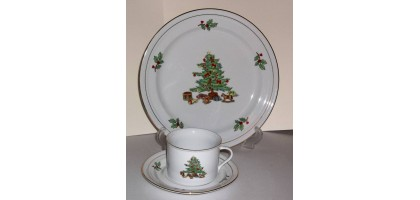 Tienshan holiday hostess 3 peice Dinner Set Plate,Cup & saucer