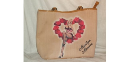 Marilyn Monroe Womens Bag Tan Rose Heart
